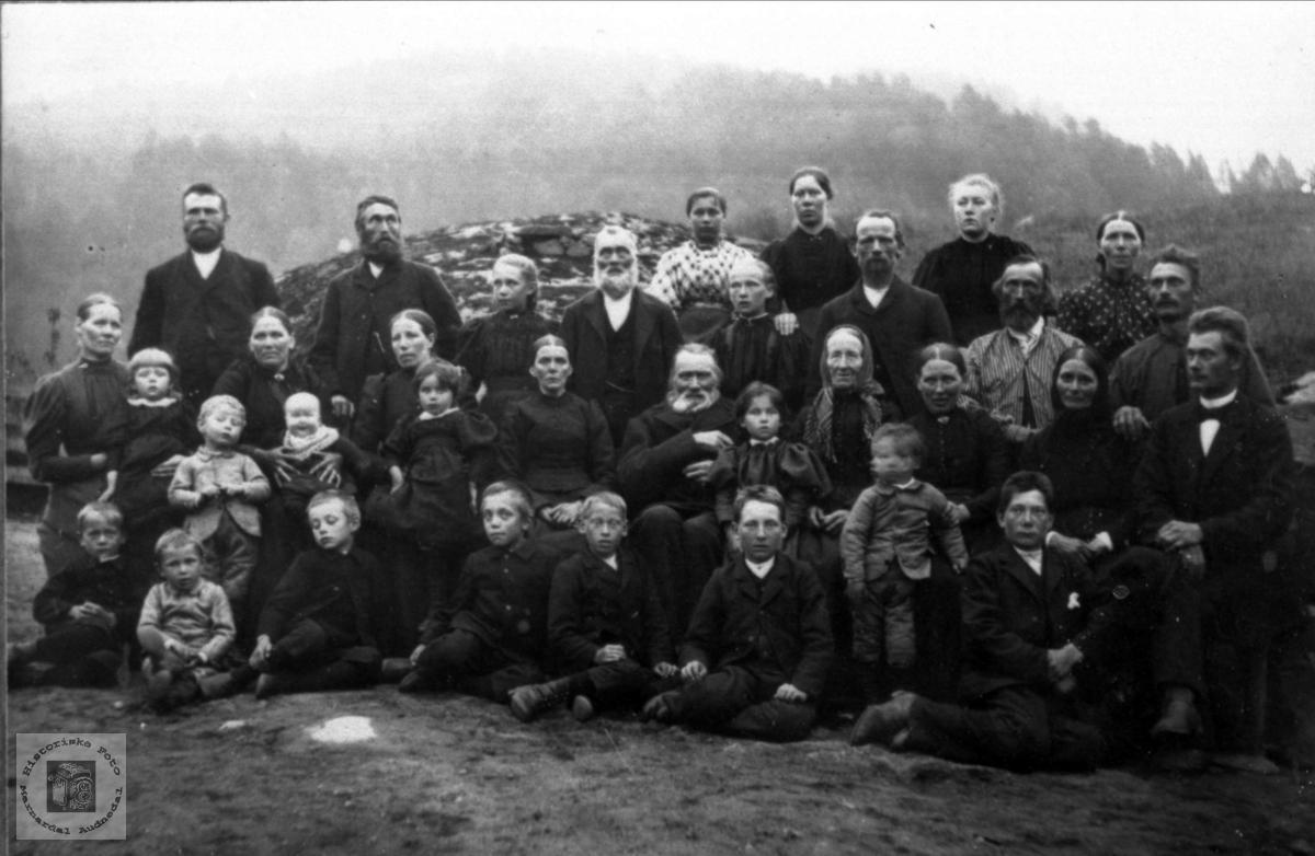 Gardfolk på Nome i Øyslebøi 1897.