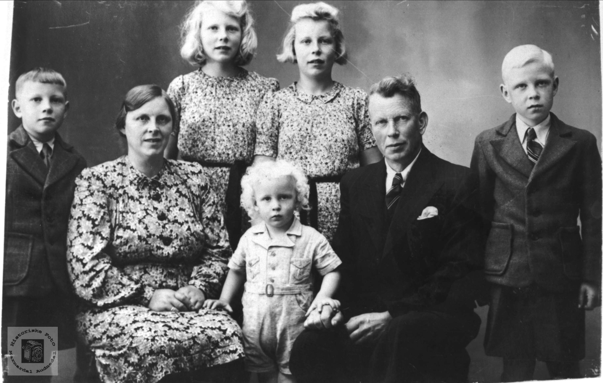 Familiegruppe fra Sløgedal, Øyslebø.