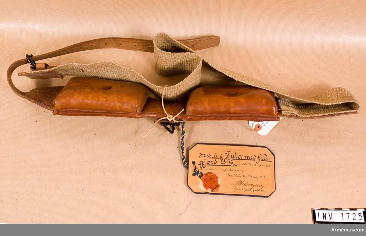 """Puta m/1916 m filtgjord.Modell fastställd att tjäna till efterrättelse vid nyanskaffning. Stockholm den 23 maj 1916. D Hedengren, generalfälttygmästare. Modell från konstruktionskontorets modellkammare, märkt """"nr:I-195""""."""
