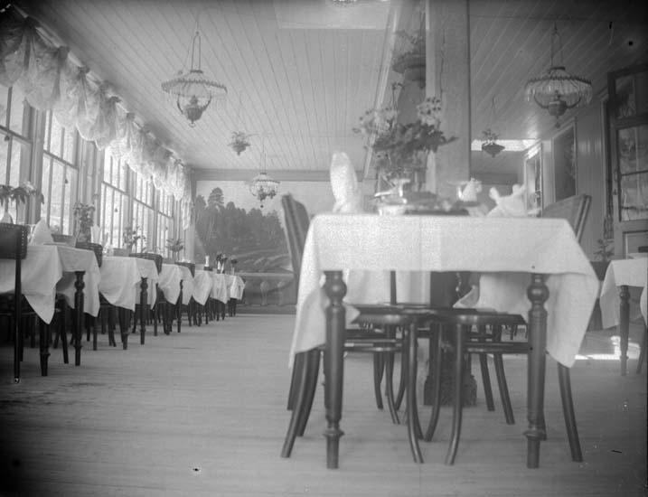 """Enligt text som medföljde bilden: """"Lysekil. Lindbergs matsal. 1898 10/7""""."""