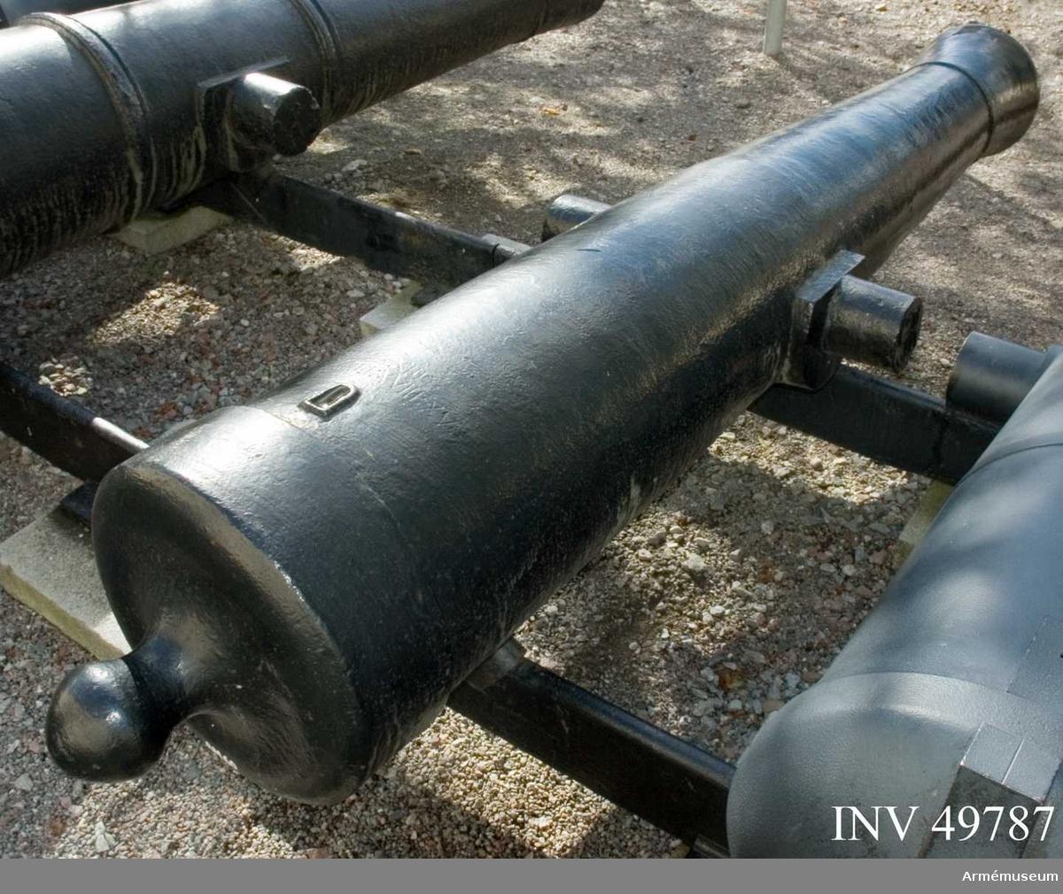 Grupp F I. 15,4 cm eldrör till 24-pundig kanon av 1762 års konstruktion för arméns flotta. Längden är 20 kal. Enligt Kapten F A Spaks katalog 1888: Vid fänghålet N märkt XXIII:., XXIII:XVIII:XV, No 28. På vänster  tapp märkt 1764 och på höger GK.