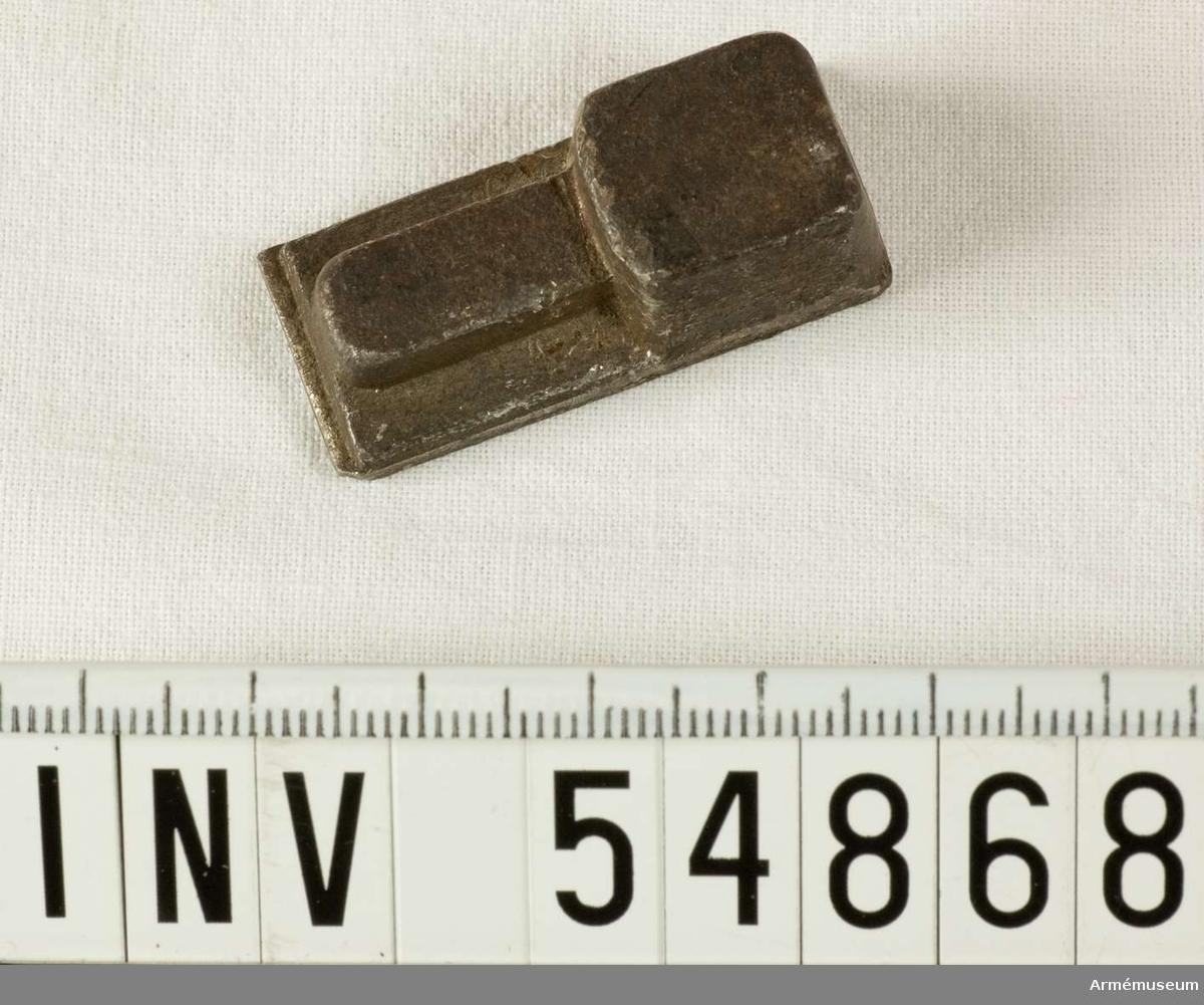 Grupp E VIII.  Ämne till bajonettklack (sabelbajonett). Del till pipa. Nr 2 (av 3) i tillverkningsordningen.  Gevärsdel til 1867 års gevär m/1867, en av c:a 400 delar.