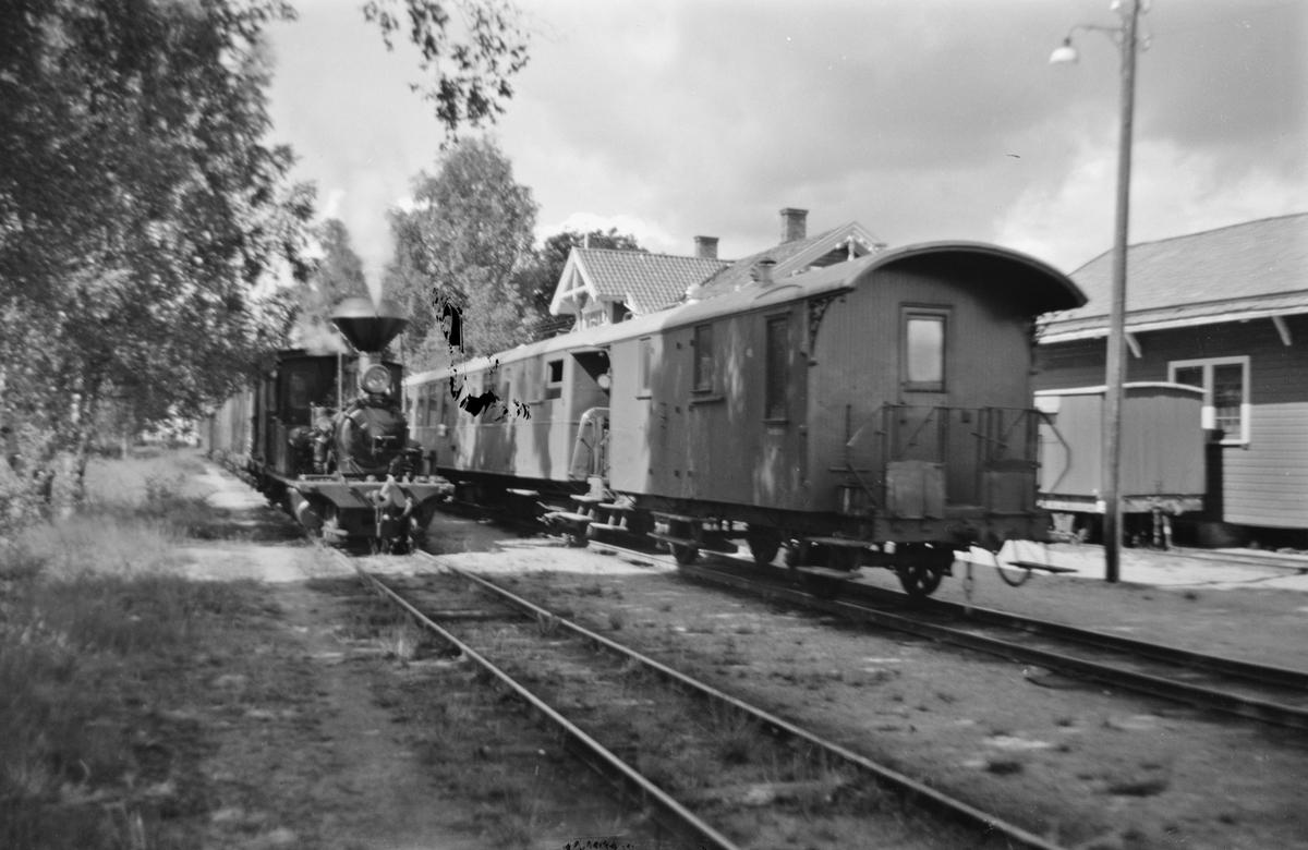 Kryssing mellom Bt. 5661 og Pt. 2652 på Hornnes stasjon på Setesdalsbanen