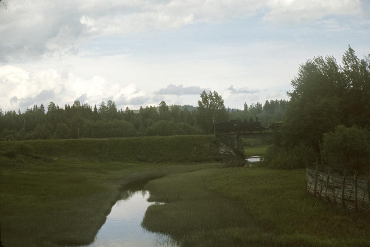 Grustog på Solørbanen trukket av damplok type 21c nr. 372.