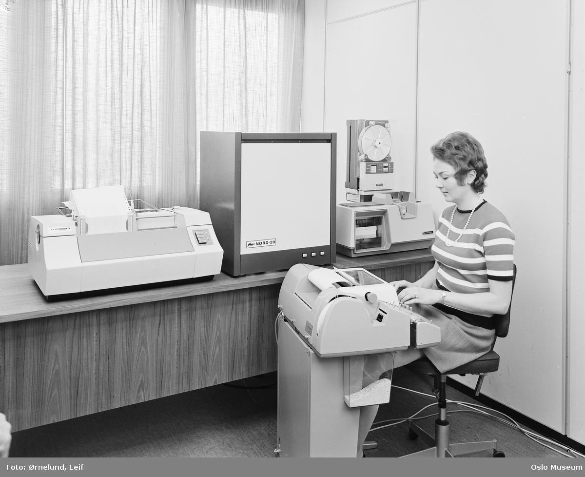 Norsk Data-Elektronikk, interiør, kontor, kvinne, datamaskiner