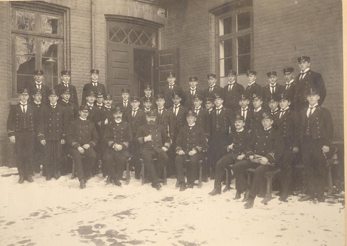 Motiv: Kadetter ved sjøkrigsskolen i 1908