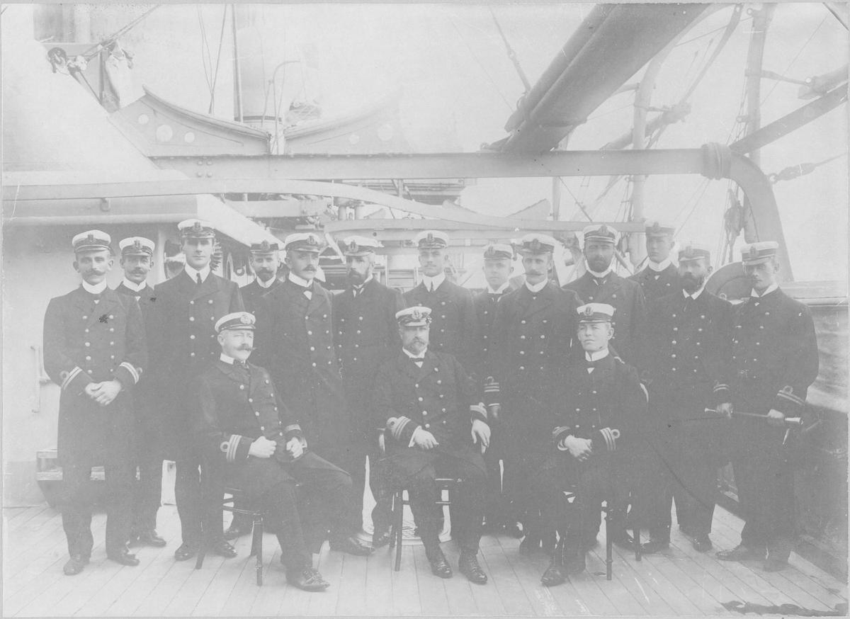 """Motiv: Offiserer panserskipet """"Tordenskjold"""" 1905"""