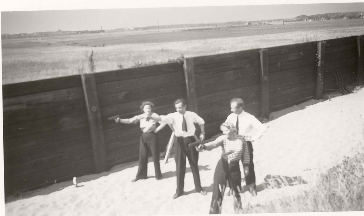 Motiv: Marinens Kvinnekorps 1942-1945 Skyting med pistol