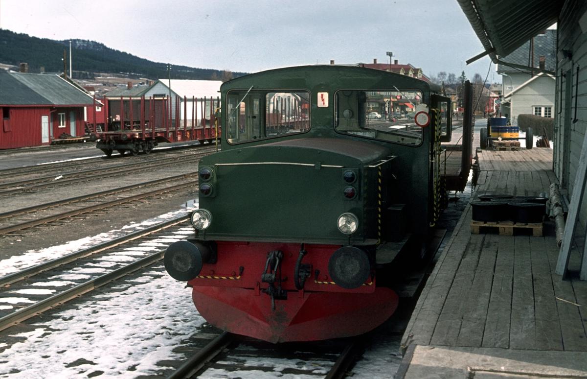 Skiftetraktor type 214 på Tynset.