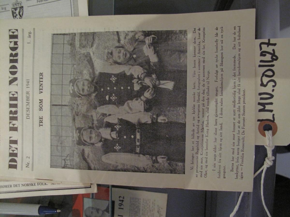 Hefte Det Frie Norge nr 2 Desember 1941 1. årgang Tittelsiden omtaler de tre kronprins barna, prinsessene Ragnhild og Astrid og arveprins Harald som er i utlendighet.