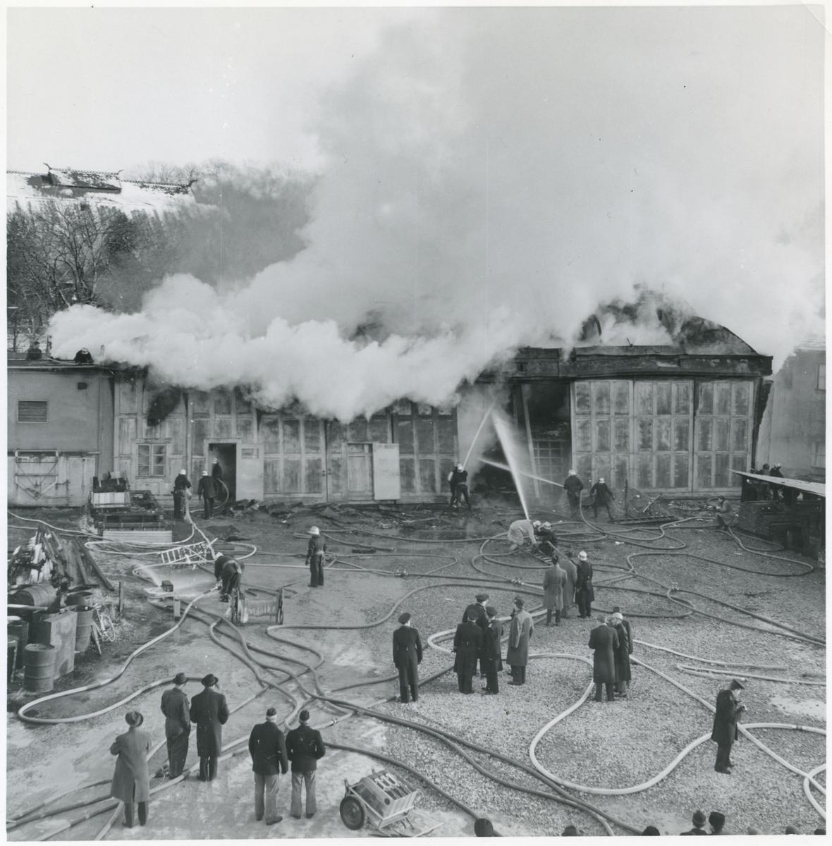 Övrigt: Branden i interimsförrådet på Galärvarvet 29 november 1957. Se även Fo221261 och Fo221262.