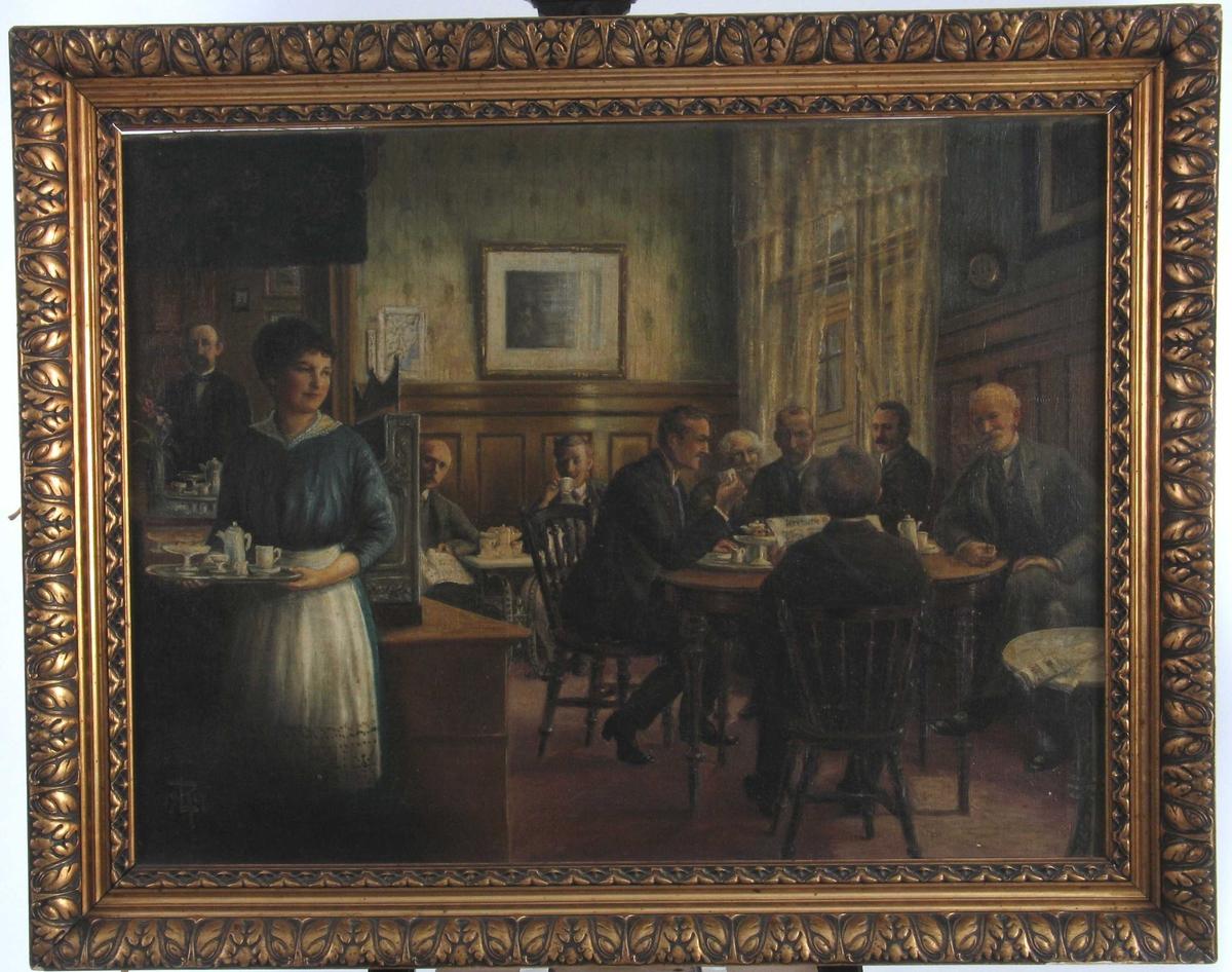 Interiør fra Jacobsens Kaffehus, med stamgjestene avbildet.   Forestiller   stamgjestene  som møttes hver formiddag.  Personene fra v.:  1) Jacob Arents Jacobsen (6/12 1862 - aug. 1944),  2) Hildborg Hermansen fra Merdø (f. 24/9 -1895),  gift Hollatz, gartner, p. t. Lambertseter, Oslo,  3) Halvor Jensen, byggmester (f. 30/12 1877), 4) Hugo Johnsson, entreprenør - med kaffekopp (f. 2/2 1888 i Helsingborg, kom til  Arendal 1911),  5) Axel Askildsen, blikkenslagermester (16/5 1881 - 7/12 1959),  6) Fantasi - hvitt hår,  7) Leonard Rickhard, dekorasjonsmaler (18/10 1866 - 21/5 1951),  8) Fantasi med ryggen til,  9) Emil Gundersen, postbud (23/11 -1883 - 26/10 1918),  10) Johan Magnus Askildsen, blikkenslagermester,  (f. i Haugesund 7/6 1852 - d. 11/8 1941), g. m. Johanne Fredrikke Ulstrup.