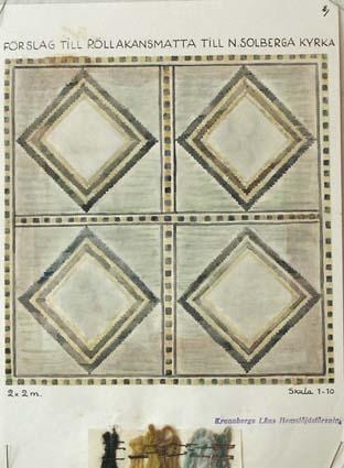 """Sju skisser med förslag till flossa- eller rölakanmatta till N Solberga kyrka.GHKL 4134:1 Förslag till rölakanmatta till N Solberga kyrka 2 x 2 m . Skisstorlek ca 20 x 20 cm, skala 1:10.Skissen är märkt med nr 2.GHKL 4134:2Förslag till rölakanmatta till N Solberga kyrka 2 x 2 m . Skisstorlek ca 20 x 20 cm, skala 1:10.Skissen är märkt med nr 3.GHKL 4134:3Förslag till rölakanmatta till N Solberga kyrka 2 x 2 m . Skisstorlek ca 20 x 20 cm, skala 1:10.Skissen är märkt med nr 4.GHKL 4134:4Förslag till rölakanmatta till N Solberga kyrka 2 x 2 m . Skisstorlek ca 20 x 20 cm, skala 1:10.Skissen är märkt med nr 5.GHKL 4134:5Förslag till rölakanmatta till N Solberga kyrka 2 x 2 m . Skisstorlek ca 20 x 20 cm, skala 1:10.Skissen är märkt med nr 6.GHKL 4134:6Förslag till flossamatta till N Solberga kyrka 2 x 2 m . Skisstorlek ca 20 x 20 cm, skala 1:10.Skissen är märkt med nr 7.GHKL 4134:7Förslag till flossa eller rölakanmatta till N Solberga kyrka 2 x 2 m . Skisstorlek ca 20 x 20 cm, skala 1:10. """"Denna är kanske färgstark, nr 7 är nog sobrare"""".Skissen är märkt med nr 8.BAKGRUNDHemslöjden i Kronobergs län är en ideell förening bildad 1990. Den ideella föreningen ersatte Kronobergs läns hemslöjdsförening bildad 1915.Kronobergs läns hemslöjdsförening hade butiksverksamhet och en vävateljé med anställda väverskor och formgivare där man vävde på beställning till offentliga miljöer, privatpersoner och till olika utställningar.Hemslöjden i Kronobergs län har idag ett arkiv med drygt 3000 föremål, mönster och skisser från verksamheten och från länet. 1950-talet var de stora beställningarnas tid och många skisser och mattor till kyrkorna kom till under detta årtionde."""