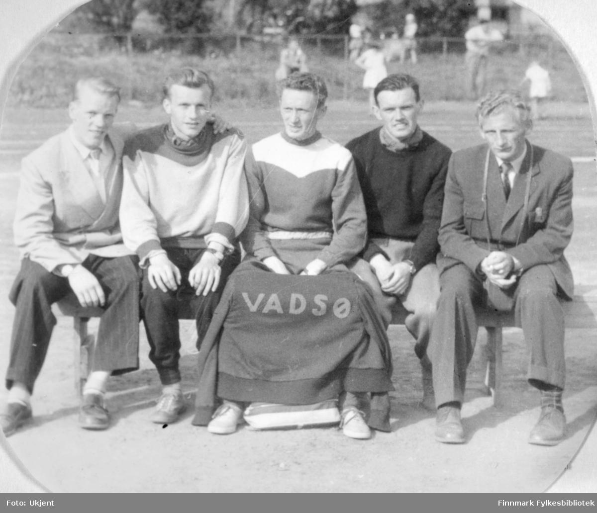Fra det Nordnorske mesterskapet i friidrett 1954 i Harstad. Finnmarks deltagere fra Venstre: Olrik Olsen, KIF, Per Bjørgan, Vadsø Turn, Ragnvald Dahl, Vadsø Turn, Arnulf Olsen, Stein Hammerfest og Evald Hansen, Vadsø Turn.