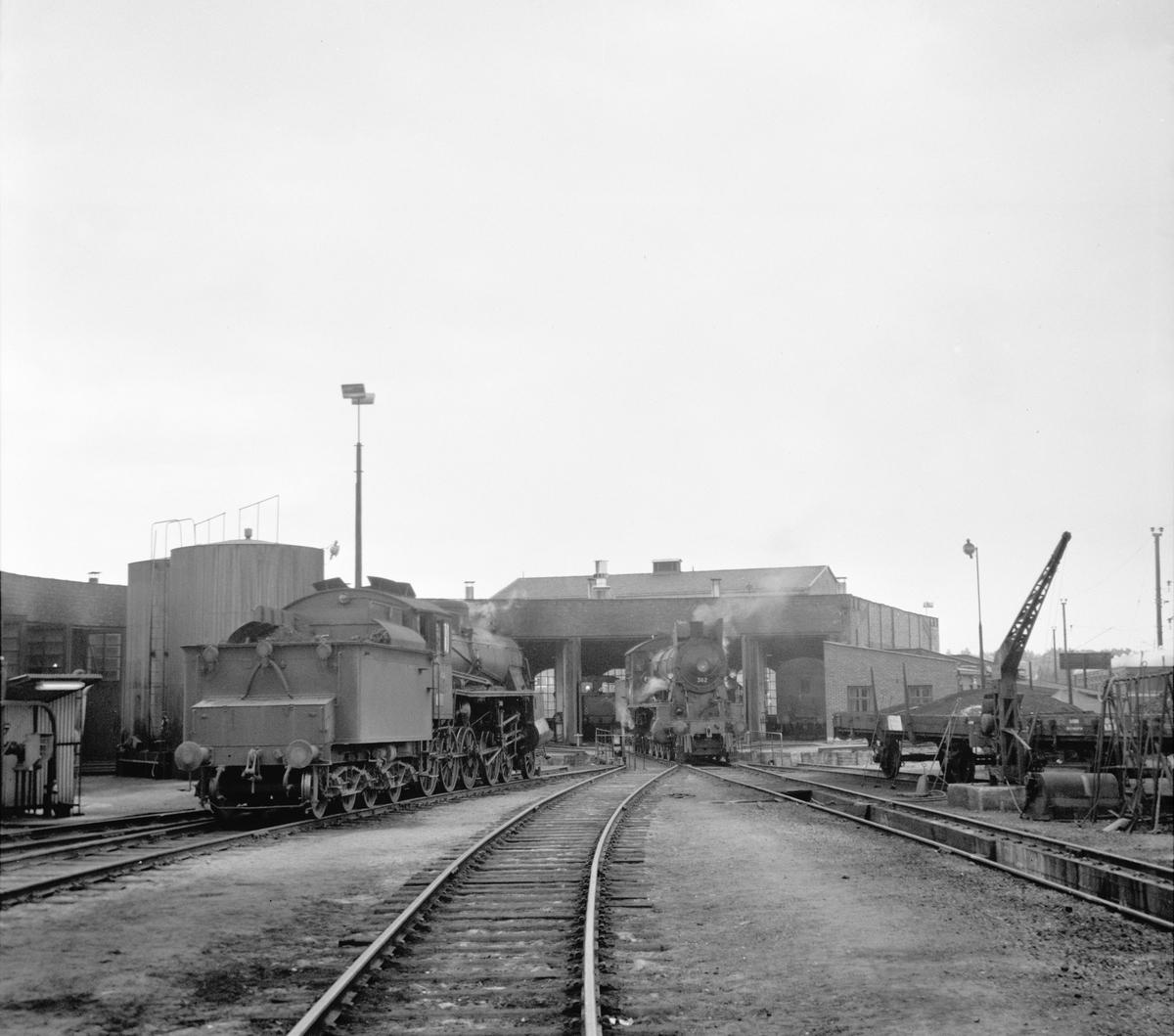Damplok 26a 217 og 30b 362 ved lokstallen på Hamar.