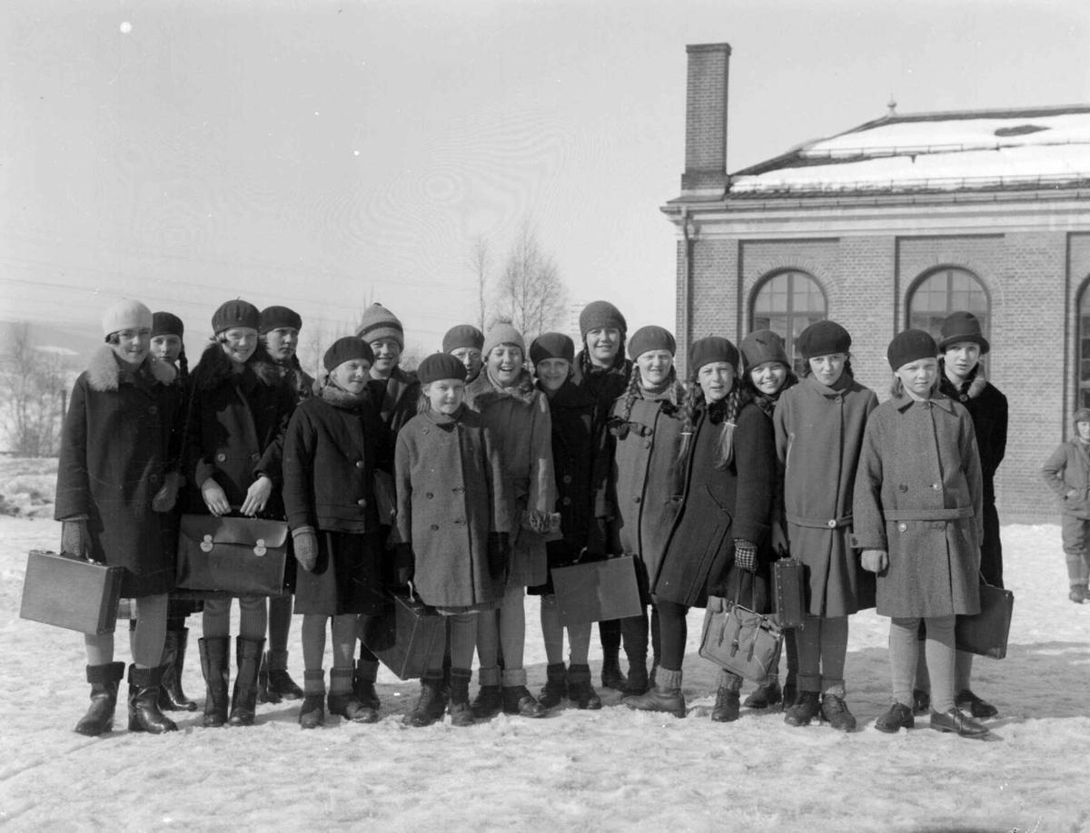 Skoleelever ved Lillehammer folkesskole 1925 - 1930. Gruppe av skolebarn.
