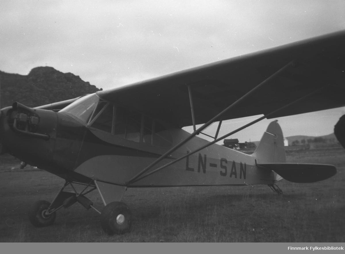 Lite propellfly fra en flyklubb. Storm Mikkola brukte flyet da han besøkte Mikkelsnes