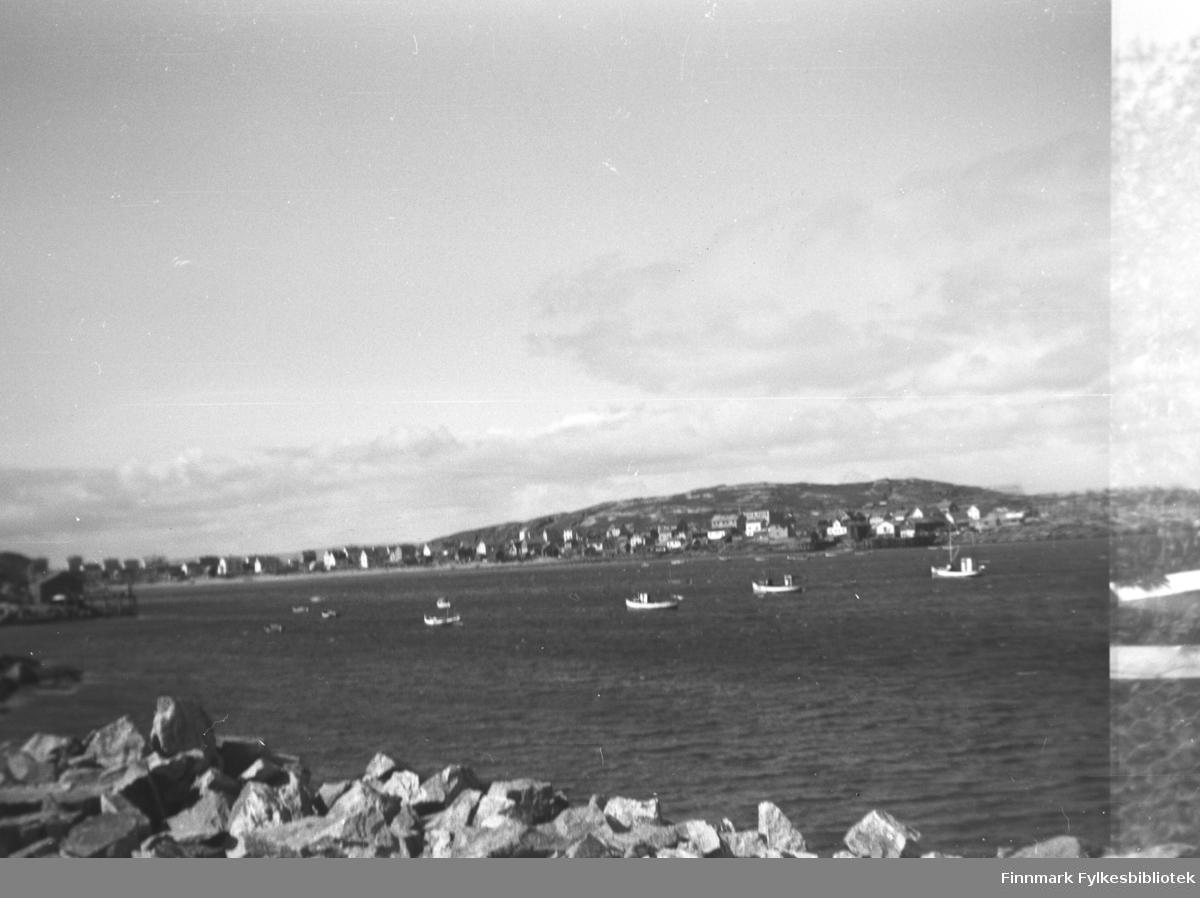 Oversiktsbilde av et fiskevær, dette kan være Bugøynes