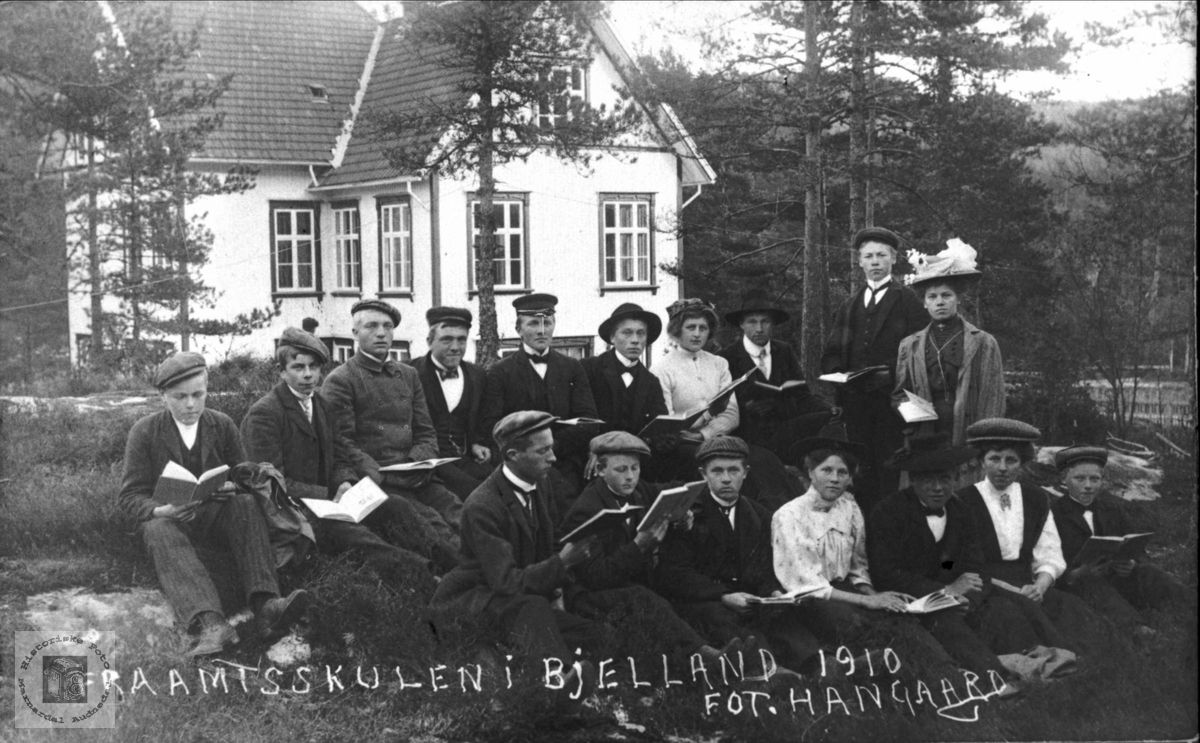 Amtskulen i Bjelland 1910