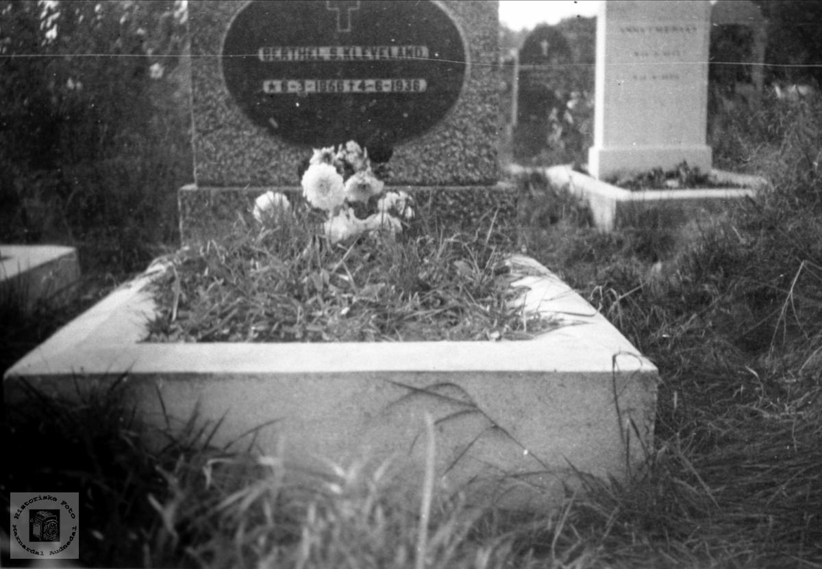 Gravsten til Bertel S. Kleveland