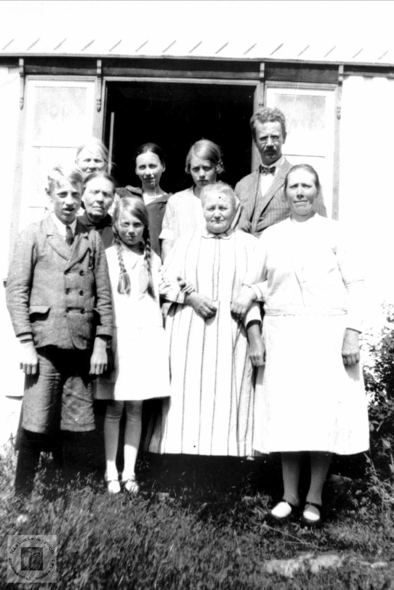 """Familiesamling """"Der aust"""" på Seland"""