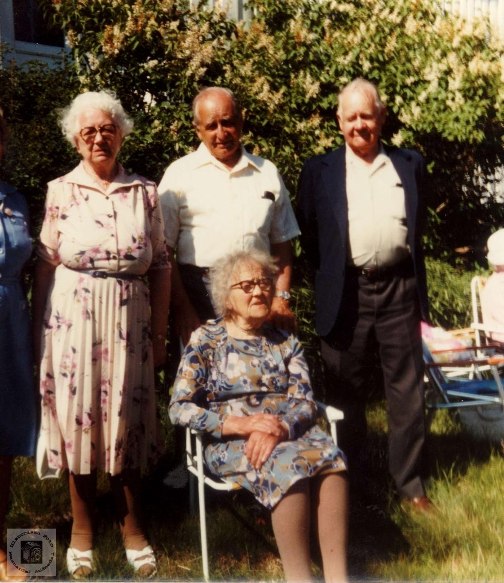 Søskenbarn fra Lyngdal og kusine fra Håland hos Maria Røynesdal