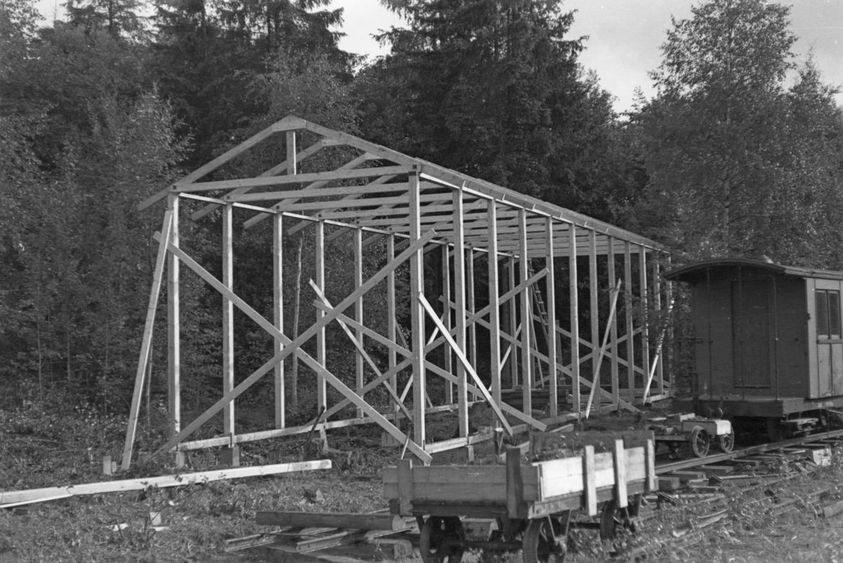 Bygging av lokomotivstall på Bingsfoss stasjon