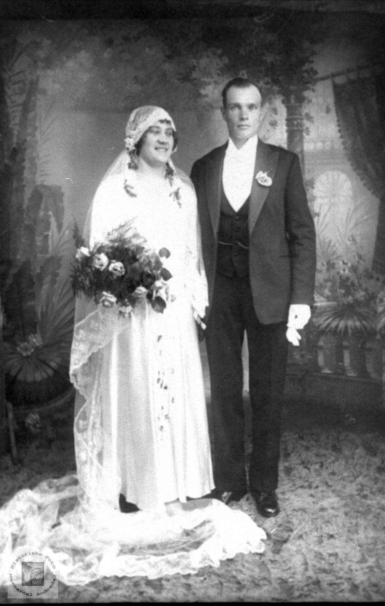 Brudepar. Jenny og John Ågset.