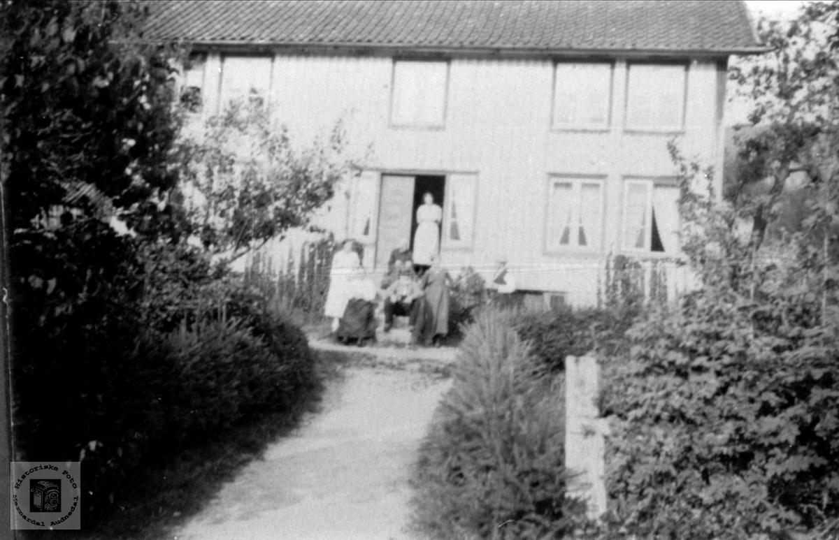 Hus og hage Fjellet, Laudal.