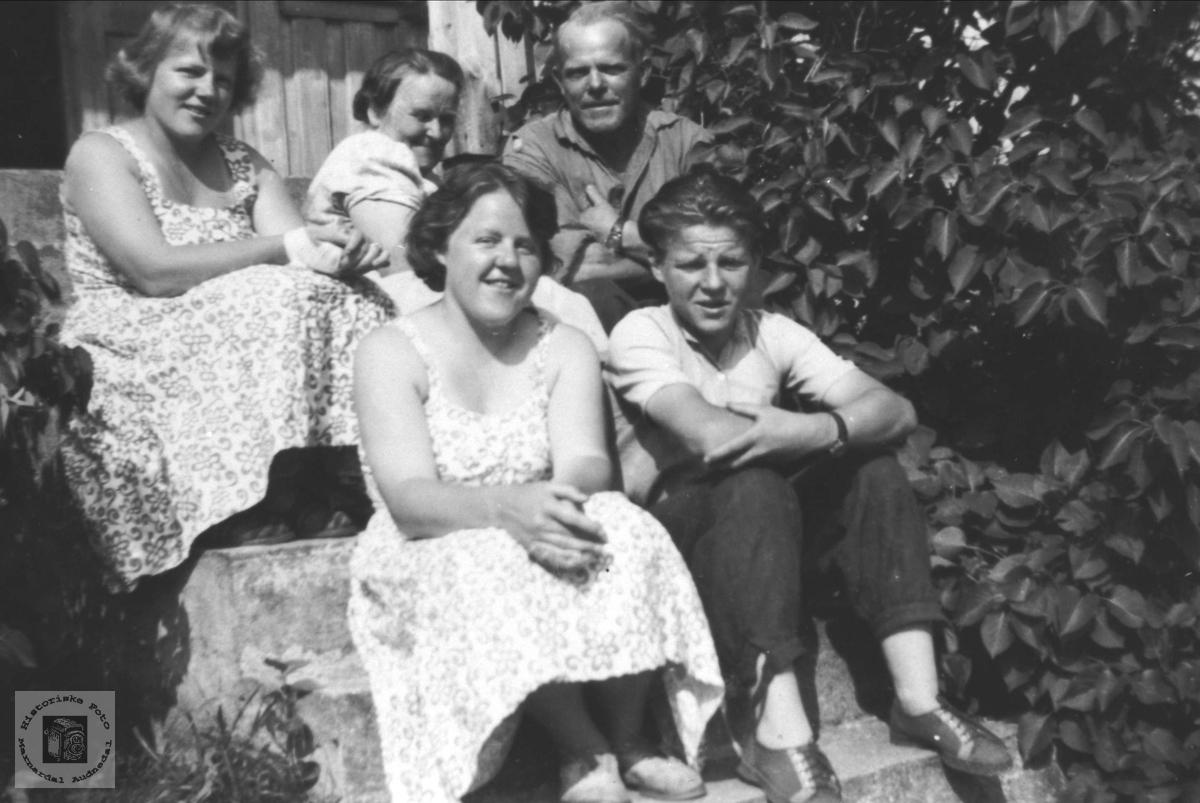 Foreldre og barn på Stokkeland