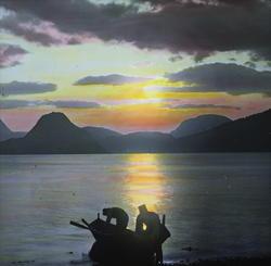 14 N 15. Romsdalsfjorden. Veö [?].