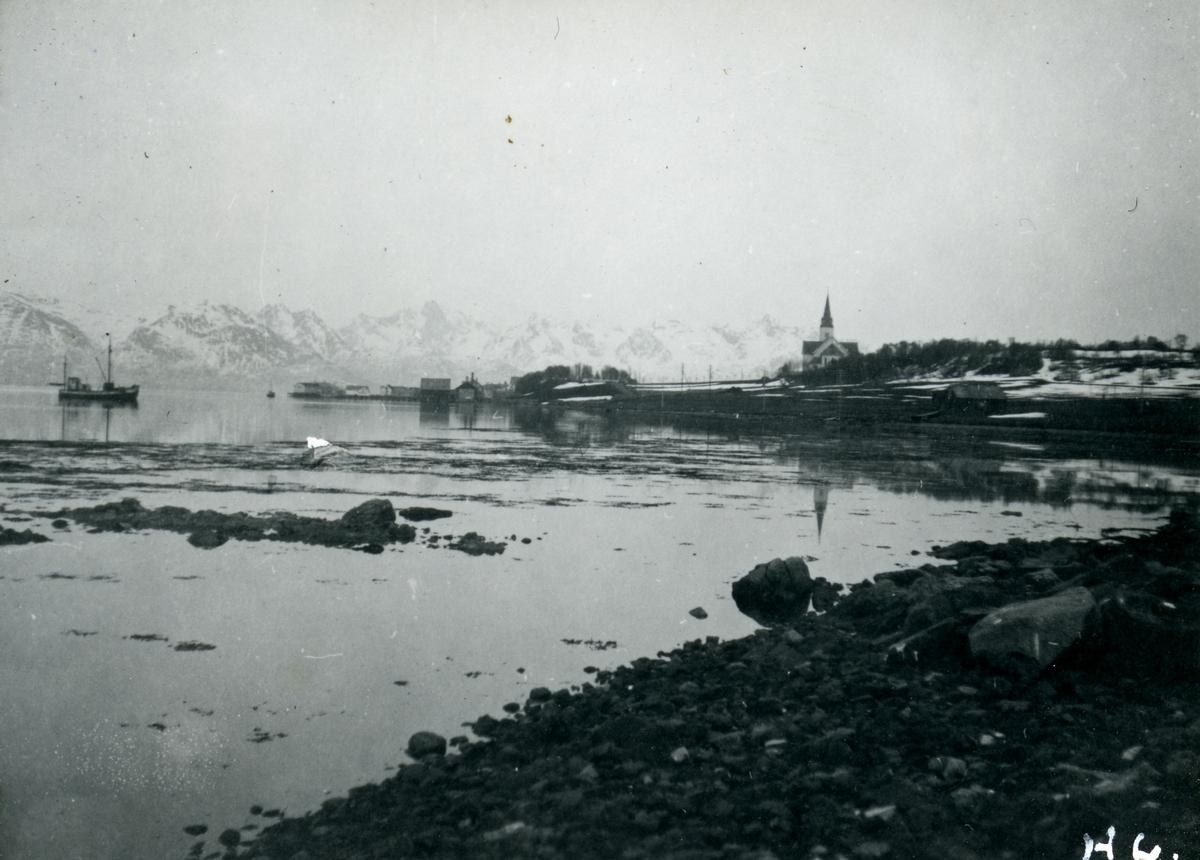 Sortland sett fra nord, ca. 1941. Sortland kirke like til høyre for midten av bildet.