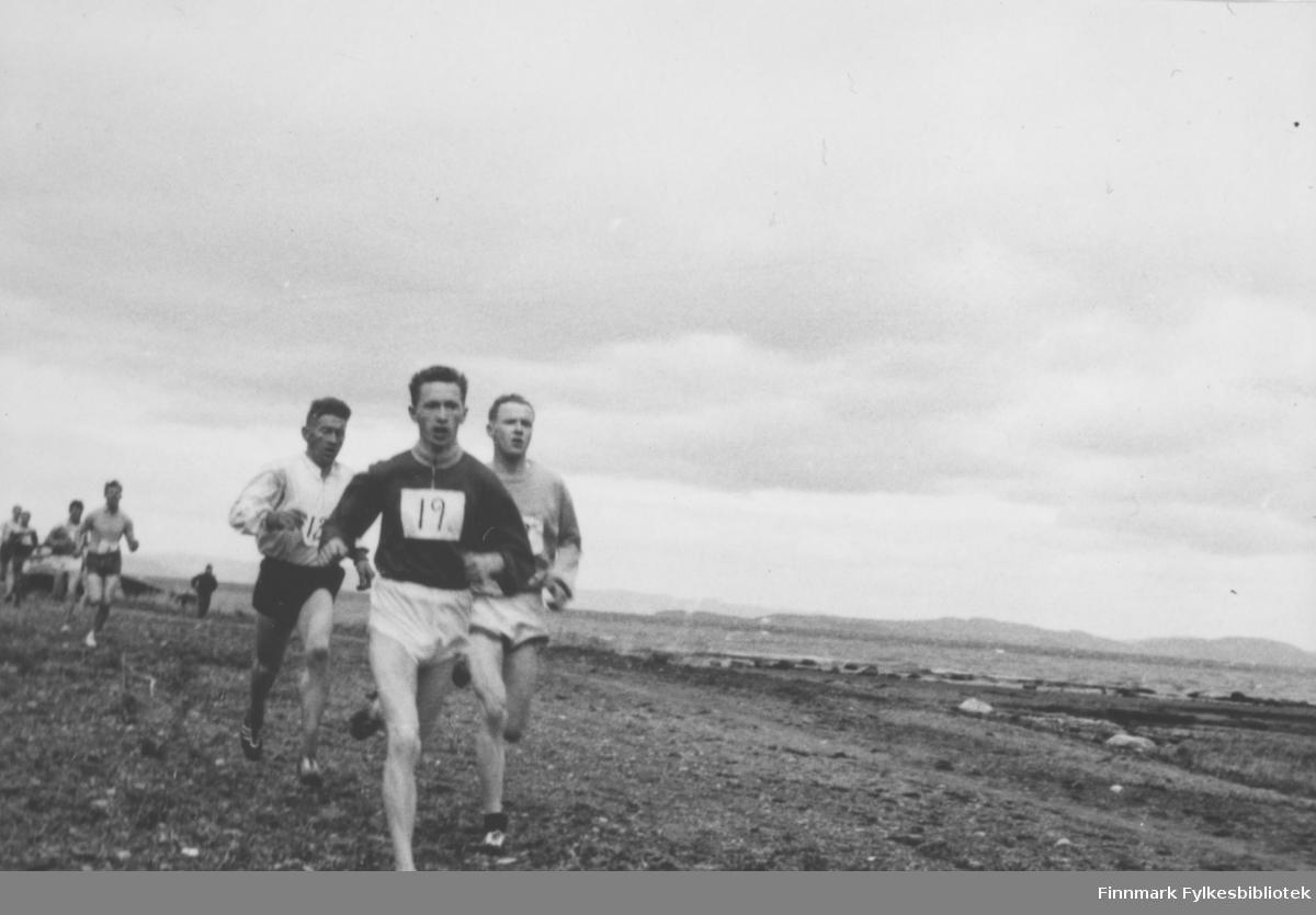 NM i terrengløp (4 km), 1957 i Ranheim. Ragnvald Dahl fikk bronsemedalje etter Ernst Larsen og Øystein Saksvik.