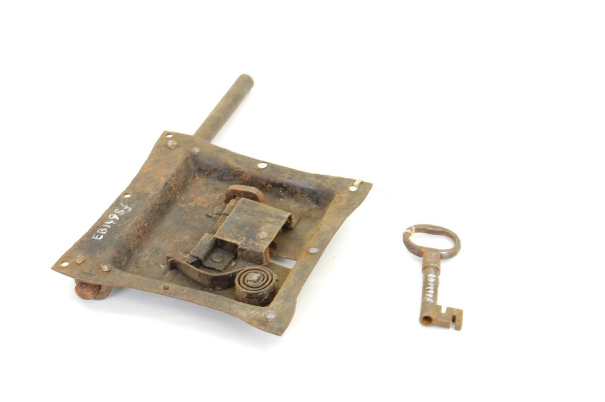 Form: Låsblikk/låskasse ett stk., åpen bak,nøkk.stol Regelfjær, 8 hull til skrufeste, regel/regelstyring.
