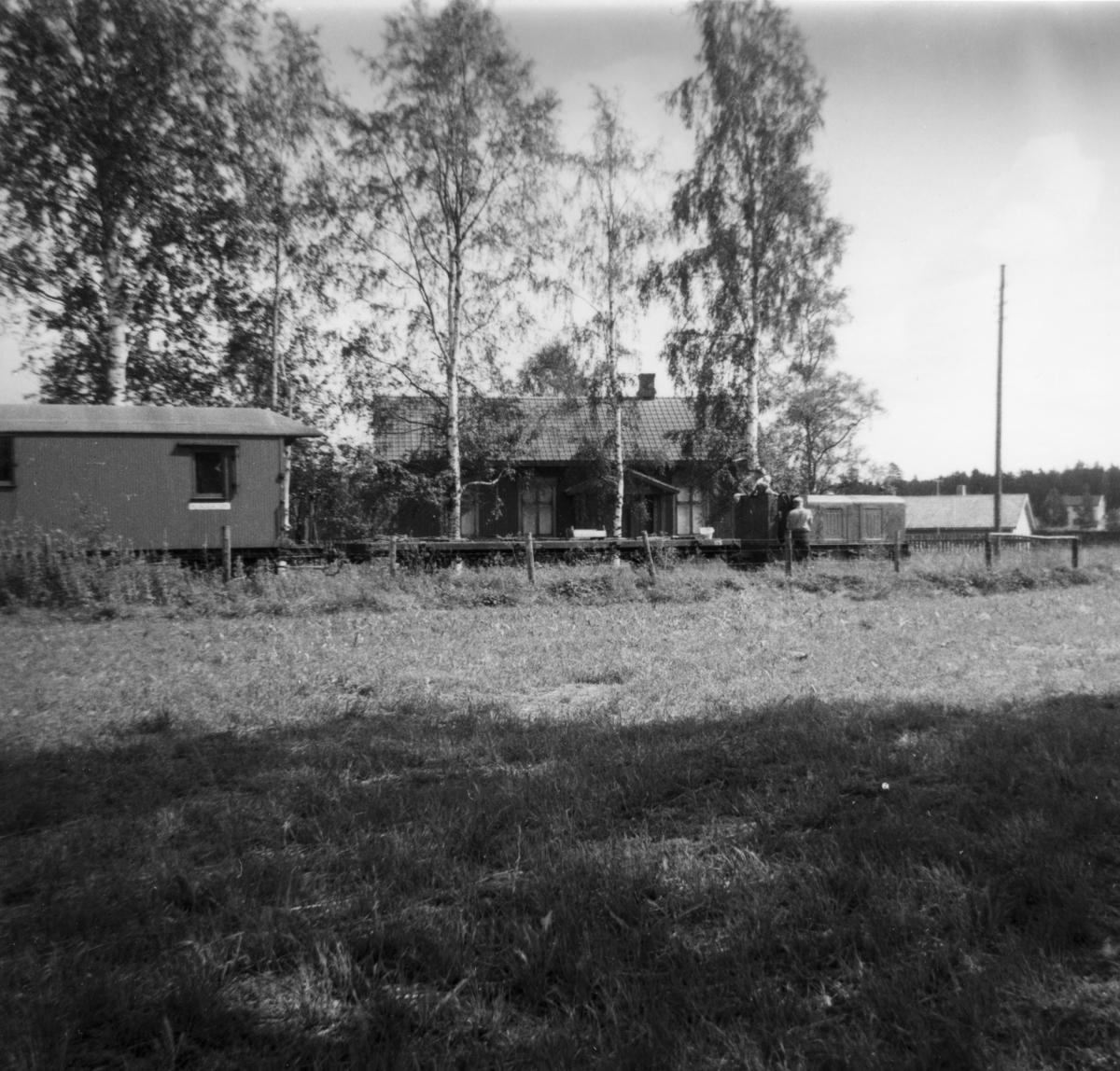 Arbeidstog på Fossum, trukket av Arn. Jung diesellok.  Trolig et av de første arbeidstog på museumsbanen.