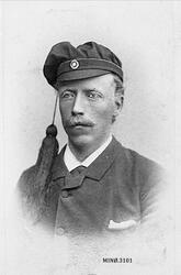 Portrett. Hans Andersen Hovde (23.9.1863-), sokneprest i Str