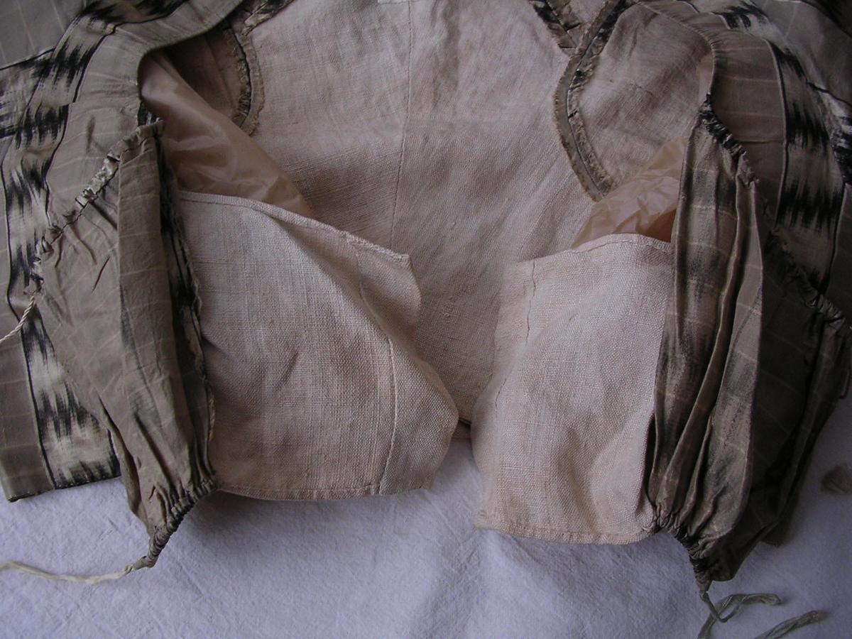 Liv och kjol i likadant tyg.