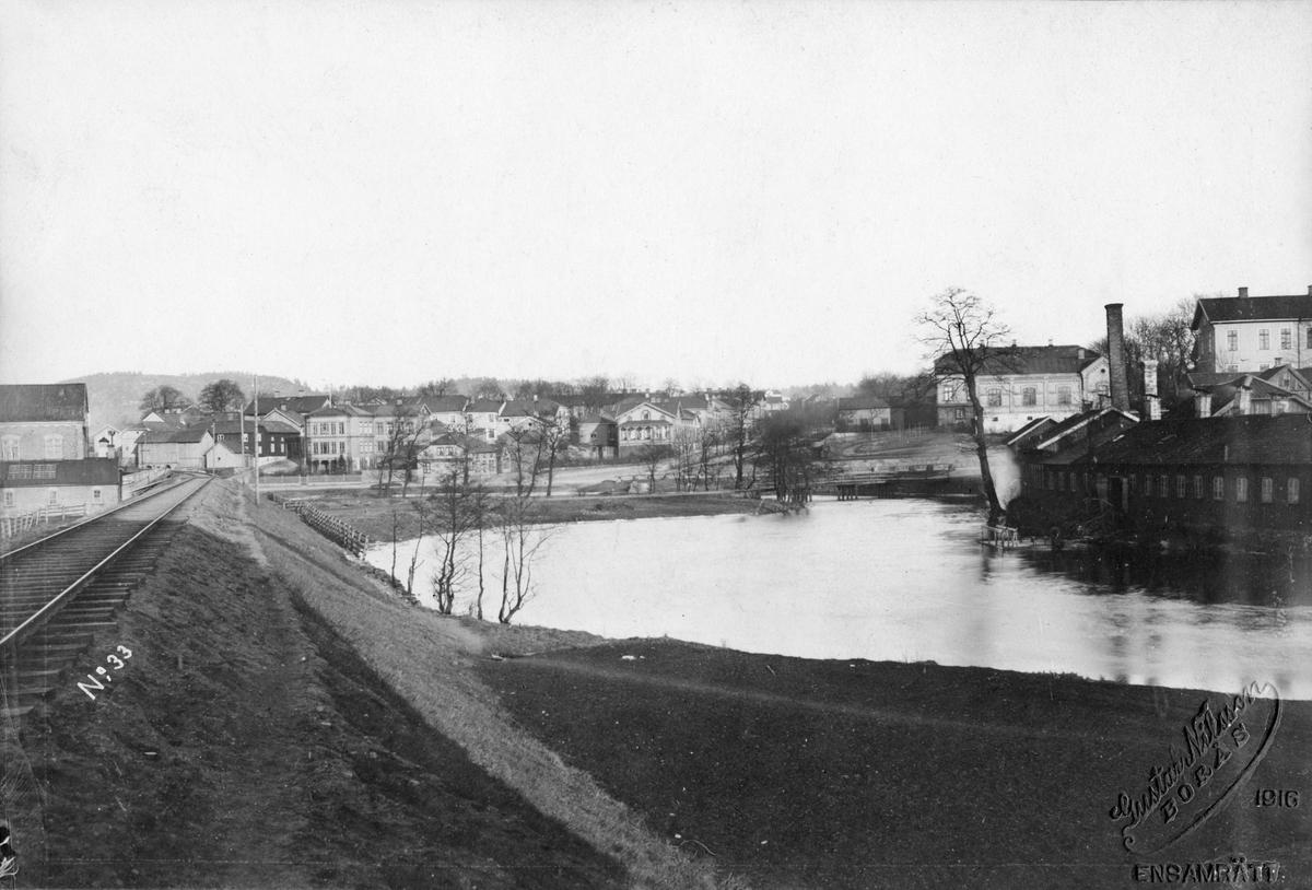Från Borås Nedre Station mot öster med Swarz Berglunds färgeri t.h. år 1881.