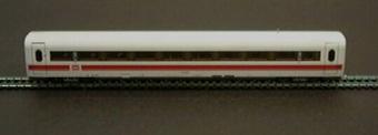 Mellanvagn Nr: 801 810-3 för tyskt ICE höghastighetståg, modell i skala 1:87.  Vagnen bilder ett tågsätt tillsammans med Jvm17535-1, Jvm17537-1, och Jvm17538-1.  Modell/Fabrikat/typ: Ho
