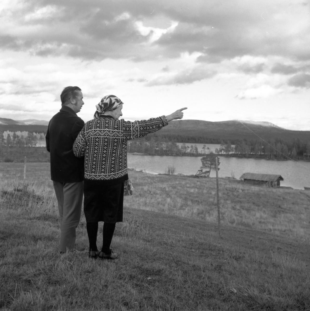 Vidar Sandbeck og Anna Widén (Anna i Ødemarka) på Haugsetvollen.
