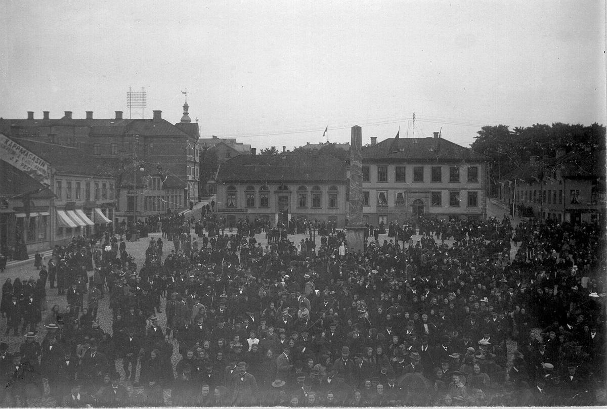 Kungajubileet vid Stora torget år 1897 med Nelsonska huset och Obelisken.