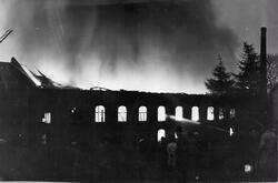 Fabriken Kronan brinner. År 1947.