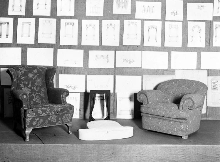 """Text till bilden: """"Verkstadsskolorna. Utställningen v.t. 1941""""."""