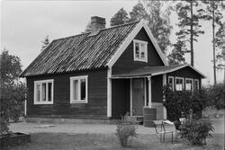 Bostadshus, Ekeby 6:6, Lugnet, Vänge socken, Uppland 1975