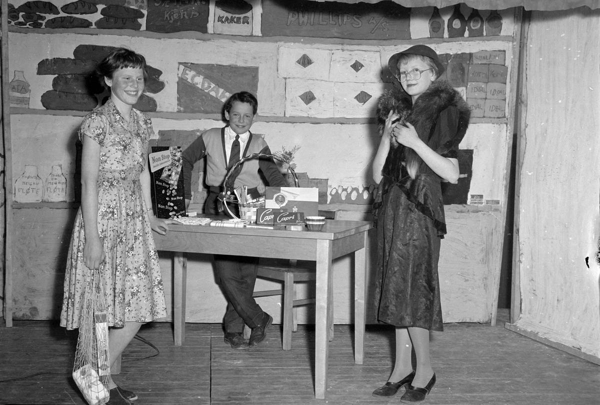 Teaterforestilling på Åsveien skole