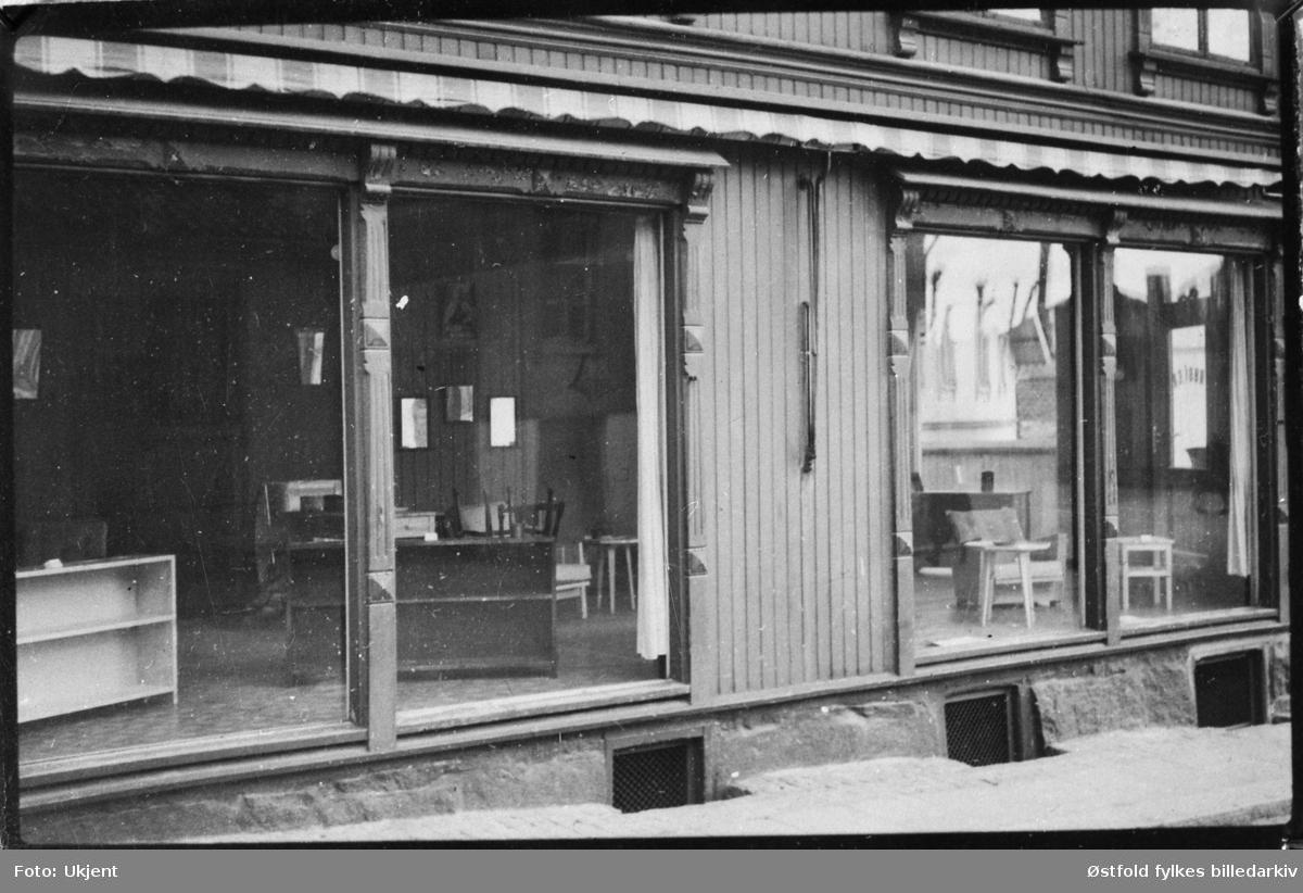 Tomme butikkvinduer i Halden under andre verdenskrig 1940-45.
