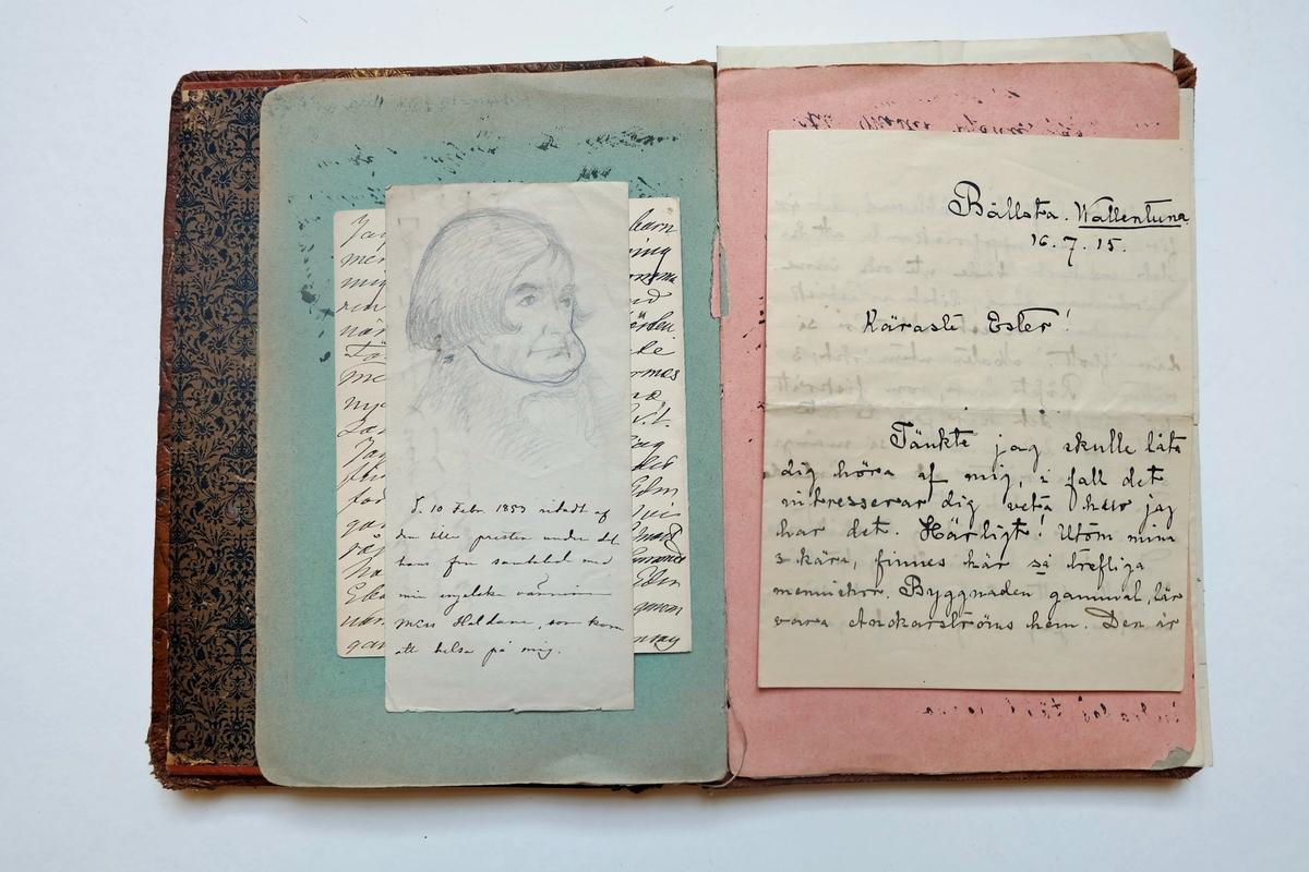 Bokpärm i präglat läder. Innehåller brev till Ester Hammarstedt, tidningsutklipp och några teckningar.