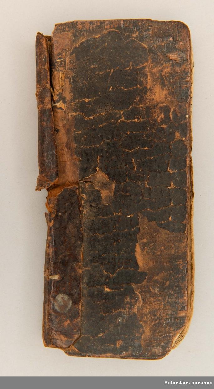 Boken är överförd från Bohusläns museums bibliotek till föremålssamlingarna 2009.