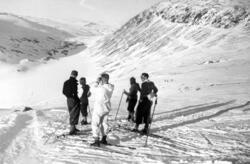 På skitur nær toppen av Vesl-Nystuguhø. Utsikt nordover Kald