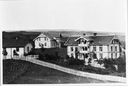 Raufoss Gård ca. 1900. Bildet viser til venstre litt av gard